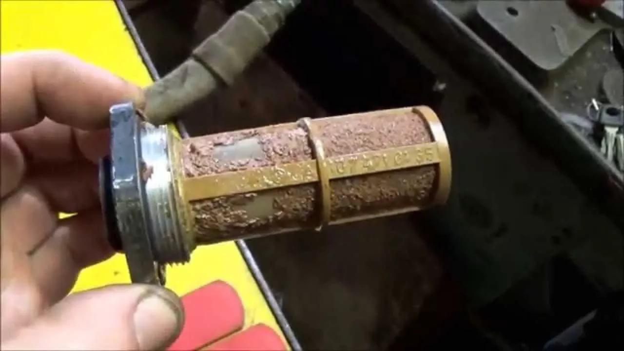 Чистка топливного фильтра в топливном баке снегоуборщика
